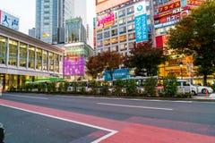 Tokyo, Japon, le 17 novembre 2016 : Croisement de Shibuya de rue de ville avec Image stock