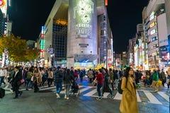 Tokyo, Japon, le 17 novembre 2016 : Croisement de Shibuya de rue de ville avec Image libre de droits