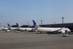 TOKYO, JAPON - 7 MAI 2016 : Avion uni de ligne aérienne chez le Narit Photos libres de droits
