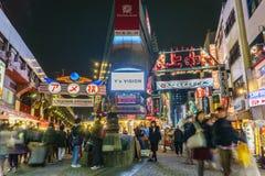 Tokyo, Japon - 19 novembre 2016 : Marché d'Ameyoko de la soirée Amey Image stock