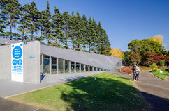 Tokyo, Japon - 23 novembre 2013 : Musée de vue de conception de la visite 21_21 de personnes Photos stock