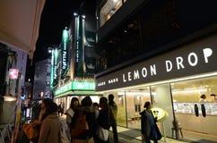 Tokyo, Japon - 25 novembre 2013 : rue commerciale dans le secteur de Kichijoji Image libre de droits