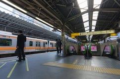 Tokyo, Japon - 18 novembre 2016 : Station de train de Shinjuku Shinjuk Image stock