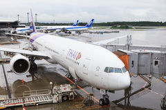 TOKYO JAPON 10 SEPTEMBRE : avion Boeing 777-300 de Thai Airways heu Images stock