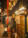 TOKYO, JAPON - 8 SEPTEMBRE 2018 Rue d'Asakusa la nuit Photographie stock libre de droits