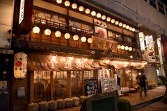 TOKYO, JAPON - 4 septembre 2016 : Vue de nuit de marché d'Ameyako Images stock
