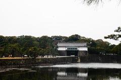 Tokyo-Kaiserpalast am 31. März 2017 | Japan-Reise mit Geschichtsmarkstein Lizenzfreies Stockbild
