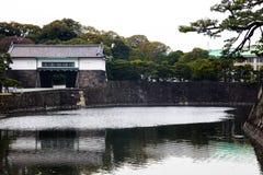 Tokyo-Kaiserpalast am 31. März 2017 | Japan-Reise mit Geschichtsmarkstein Lizenzfreies Stockfoto