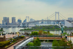 Tokyo L'île d'Odaiba Pont en arc-en-ciel La statue de la liberté Photographie stock libre de droits