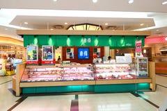 Tokyo : L'aéroport de Narita avant l'immigration signent le secteur au détail Photo libre de droits