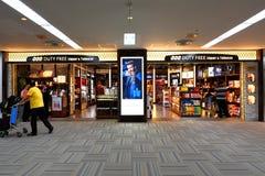 Tokyo : L'aéroport de Narita après immigration signent le secteur au détail Photo libre de droits