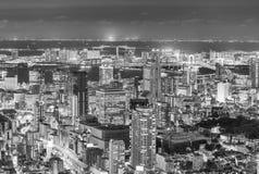 TOKYO - MAJ 20, 2016: Tokyo flyg- natthorisont från Asakusa T Royaltyfria Foton