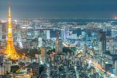 TOKYO - MAJ 20, 2016: Tokyo flyg- natthorisont från Asakusa T Arkivbilder