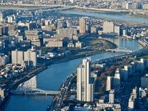 Tokyo-Nachbarschaft und -fluß Stockbild