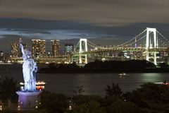 Japan, Tokyo, night view of the bay with its bridge and Statue of Liberty Stock Images