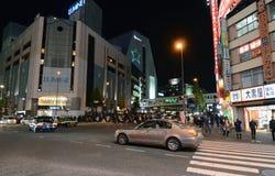 TOKYO - NOVEMBER 23: Het straatleven in Shinjuku, Tokyo royalty-vrije stock foto's
