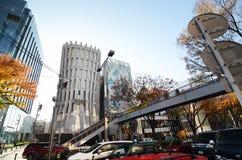 TOKYO - 24 NOVEMBRE: Architettura sulla via di Omotesando fotografia stock libera da diritti