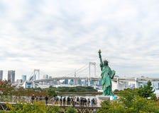 TOKYO - 16 novembre 2016 : Une foule des touristes et les gens du pays apprécient t Photo stock