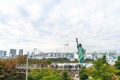 TOKYO - 16 novembre 2016 : Une foule des touristes et les gens du pays apprécient t Images stock