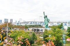 TOKYO - 16 novembre 2016 : Une foule des touristes et les gens du pays apprécient t Image stock