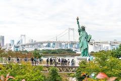 TOKYO - 16 novembre 2016 : Une foule des touristes et les gens du pays apprécient t Photographie stock