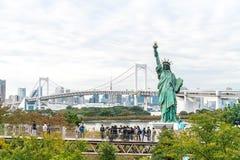 TOKYO - 16 novembre 2016 : Une foule des touristes et les gens du pays apprécient t Photo libre de droits