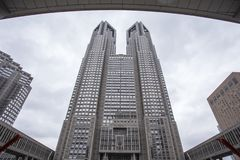Tokyo såg storstads- regeringbyggnad också till som Tocho för kort på gryning royaltyfri foto