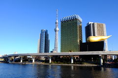 Tokyo Skytree à la rivière de Sumida Image stock
