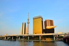 Tokyo Skytree i den Sumida floden Royaltyfria Bilder