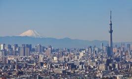 Tokyo-skytree mit Mt Fuji Stockfotos