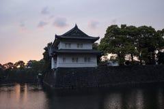 Tokyo slott under en solnedgång royaltyfria foton