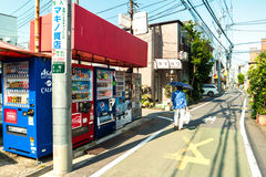 Tokyo - Small lane with vending machines and lady with umbrella. Royalty Free Stock Photos
