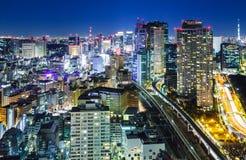 Tokyo stad på natten arkivbild