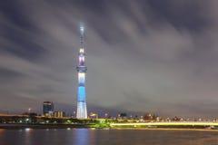 Tokyo stadssikt och Sumida flod Arkivfoton