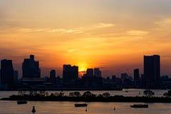 Tokyo-Stadt-Skyline-Sonnenuntergang lizenzfreie stockfotos