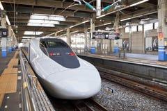 TOKYO-STATION 1. April 2013, ein Shinkansen-Hochgeschwindigkeitszug APRIL Lizenzfreies Stockfoto