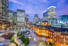 Tokyo-Station nachts lizenzfreie stockfotos