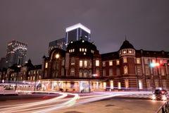 Tokyo-Station u. rollender Verkehr Stockfoto