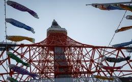 Tokyo-Turm- und -koinoboriausläufer Stockfotos