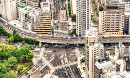 Tokyo väggenomskärning och byggnader Arkivfoto