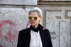 Tol invierno 2015 2016 del otoño del streetstyle de la semana de la moda de Milano, Milano de Linda Foto de archivo