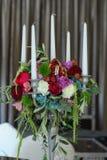 Toldo del blanco de la tienda de la boda del arreglo floral Imagen de archivo