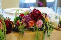 Toldo del blanco de la tienda de la boda del arreglo floral Imágenes de archivo libres de regalías