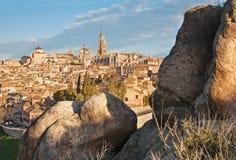 Toledo - собор и иезуиты и другой городок церков и старых в свете утра стоковые фотографии rf