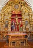 Toledo - статуя распятия барочная с гектолитром. Mary и St. John стоковые изображения