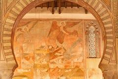 Toledo - Archs och freskomålningar av den San romarekyrkan Arkivbild