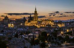 Toledo Cathedral no crepúsculo imagem de stock
