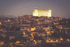 Toledo Cityscape mit Alcazar an der Dämmerung in Madrid Spanien Lizenzfreie Stockfotografie