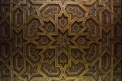 TOLEDO, ESPAÑA - 8 DE FEBRERO DE 2017: Un techo de la catedral del primate de St Mary de Toledo, adornado con estilo mudéjar Fotos de archivo libres de regalías