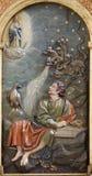 Toledo - lättnad av St John wrightingen för evangelist av Apokalypse Royaltyfri Bild